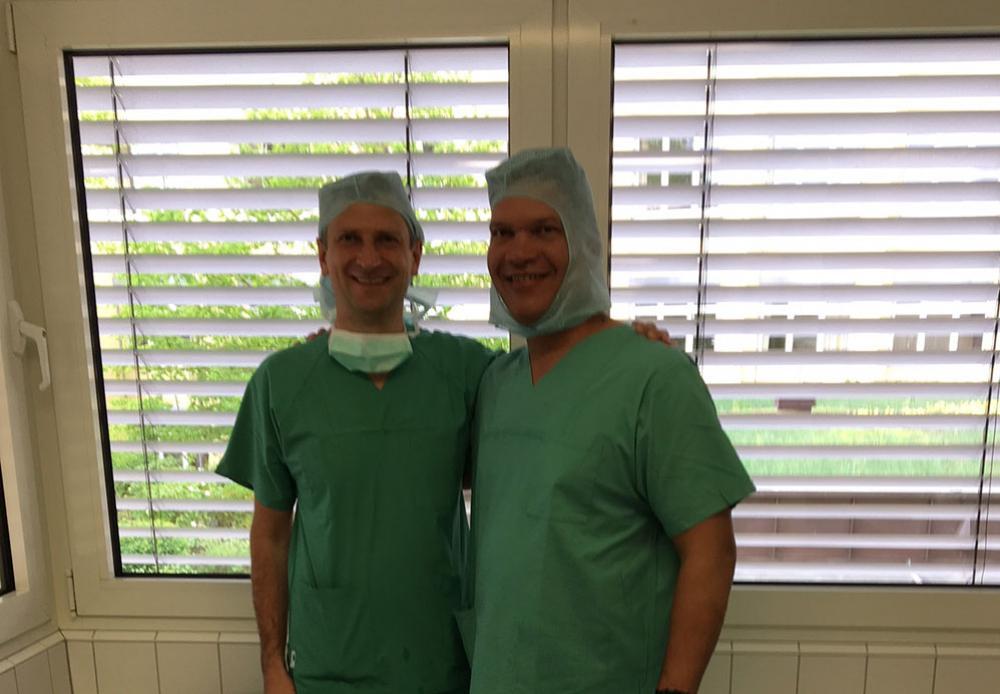 Dr. Wojtas und Dr. Ramlakan nach den gemeinsamen Operationen